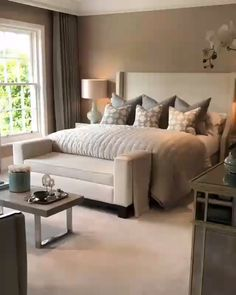 Sharing this organic video of a spectacular guest bedroom designed by one of my favorite designers on IG. Guest Bedroom Decor, Guest Bedrooms, Bedroom Colors, Home Bedroom, Tan Bedroom, Rooms To Go Bedroom, Beige Bedroom Furniture, Cream Carpet Bedroom, Brown Bedroom Decor