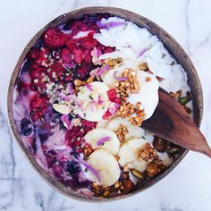 Breakfast this morning was so freakin good!  Loads of my diy granola at the bottom (can be found at @thecleantreatsfactory), @kinglandau Greek style mixed berry + chia yogurt (either this or the passionfruit + chia one is my fav ✨),...