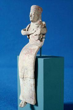 Seated terracotta goddess kourotrophos. Greek. Archaic Period. Early 6th century B.C. | The Museum of Fine Arts, Boston Archaic Greece, Ancient Greece, Ancient Egypt, Ancient Vikings, Ancient Aliens, Ancient Art, Mycenaean, Minoan, Ancient Greek Clothing
