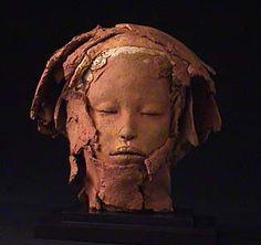 Marika Bäumler Hever (Schiplaken) Belgie. 'Naar de bron'(24cm). Ceramisch sculptuur