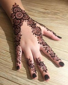 Here are stylish and latest Simple Back Hand Mehndi Designs, Choose the best. Henna Hand Designs, Mehndi Designs Finger, Basic Mehndi Designs, Mehndi Designs For Beginners, Mehndi Designs For Girls, Mehndi Designs For Fingers, Latest Mehndi Designs, Henna Tattoo Designs, Dulhan Mehndi Designs