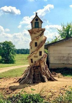 Tree Stump Lighthouse…………… Source by UPcycledCity Fairy Tree Houses, Fairy Garden Houses, Fairies Garden, Tree Carving, Wood Carving Art, Wood Carvings, Art Sculpture En Bois, Metal Sculptures, Abstract Sculpture