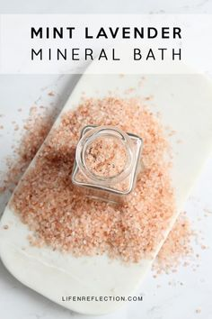 Indulge in an enriching Mint Lavender DIY Mineral Bath. Make it with ingredients right from your herb garden. You can create an at home spa retreat with mint lavender homemade bath salts! Natural Beauty Remedies, Natural Beauty Recipes, Homemade Beauty, Diy Beauty, Beauty Hacks, Beauty Guide, Clean Beauty, Homemade Gifts, Neutrogena