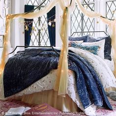 HARRY POTTER™ Magical Velvet Quilt + Sham