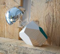 Lámpara de madera recortada y pintada a mano por Woodncut en Etsy