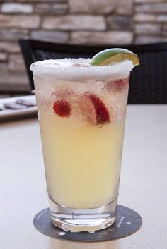 Join us on the patio to unwind with a drink, like our Fresh Agave Margarita, at Houlihan's! #Kentsdeals