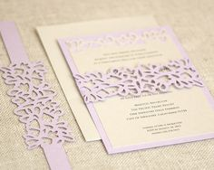 Invitaciones de boda de corte pétalo  abrigo por TimelessPaper