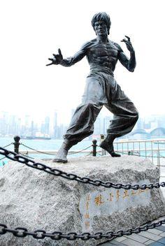 Statue in Hong Kong dedicated to Bruce Lee