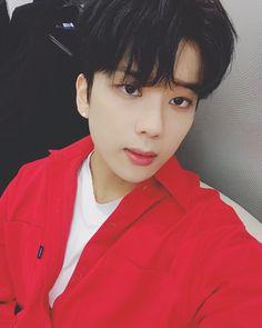 "◌⑅●♡⋆♡LOVE♡⋆♡●⑅◌ YjayBaby (@yjaybaby) on Instagram: ""열일열일"" #youngjae #yooyoungjae #bap #Baby #foreverwithbap Bap Youngjae, Himchan, Jung Daehyun, Boy Music, Wattpad, Music People, Korean Music, Worldwide Handsome, Asian Boys"