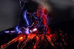 Volcano Eruption with Lightning HD | と、嬉しそうに、帰ってきて見せてくれた写真には ...