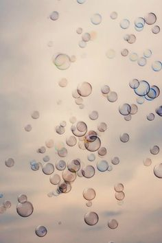 Run Eva Run: Eve's Inspiration / Soft Pastels - Art Photography Creative Bubble Balloons, Blowing Bubbles, Design Seeds, Foto Art, Jolie Photo, Art Photography, Beautiful Pictures, Artsy, Creative