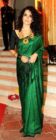 Kangana in Amrapali jewels and a gorgeous emerald green sari!