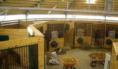 Round stable with horse boxes and a central storage and work room 18 or 20 m. diameter