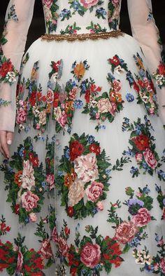 Details from Dolce & Gabbana Alta Moda Spring 2016 Style Haute Couture, Couture Details, Fashion Details, Couture Fashion, Love Fashion, High Fashion, Fashion Design, Vogue Paris, Fashion Capsule