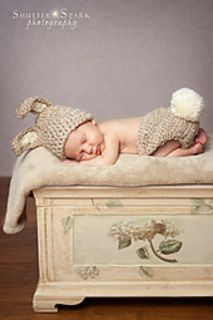 A sweet little bunny rabbit…what can be cuter? Your little one in this bunny set! Newborn sized and made of super soft, chunky acrylic yarn. With adorable ears and a big puffy tail, this set is perfect for baby's first photos!