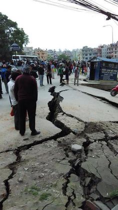 A massive magnitude earthquake has struck Nepal less than 50 miles from the capital, Kathmandu. People were killed and injured. Historic buildings in Kathmandu had tumbled to the ground. Avalanches at mount Everest. Earthquake News, Earthquake Damage, Avalanche, Strange Weather, Nepal Kathmandu, Tsunami, Natural Disasters, Street View, Bhutan