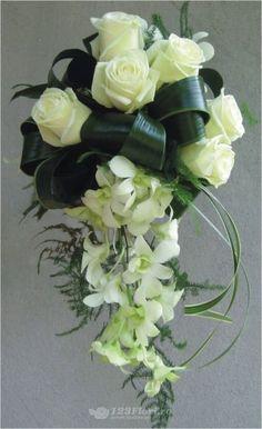 Buchet de mireasa cu trandafiri si orhidee dendrobium de la 123flori