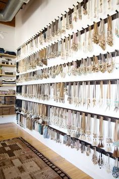 Twine and twig jewelry studio space tour. twine and twig jewelry studio space tour jewelry storage display, boutique Boutique Jewelry Display, Retail Jewelry Display, Boutique Decor, Jewellery Storage, Jewelry Organization, Jewelry Stores, Boutique Ideas, Accessories Display, Clothing Store Displays