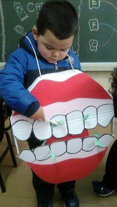 Aula sobre higiene bucal com a professora  Ana