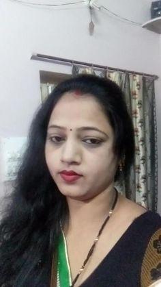i liked ur lips and u r a beautiful housewife. Beautiful Girl In India, Beautiful Girl Body, Beautiful Women Over 40, Beautiful Blonde Girl, Most Beautiful Indian Actress, Indian Hair Cuts, Arabian Beauty Women, Massage Girl, Dehati Girl Photo
