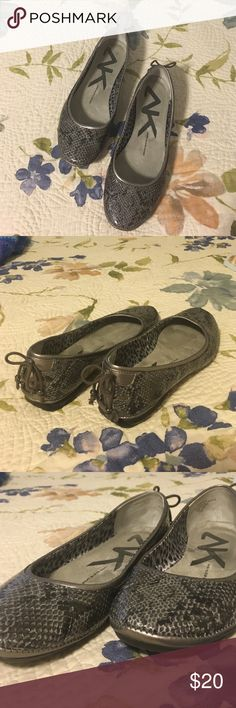 ❗️ SALE ❗️ Anne Klein flats, 7.5 Hardly worn Anne Klein flats, size 7.5. Great design with light and dark grey metallic snake skin print. Cute accent bow on back heel. Anne Klein Shoes Flats & Loafers