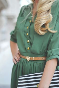 green dress, striped bag and heart belt Cute Fashion, Fashion Beauty, First Date Outfits, Vogue, Look At You, Mode Inspiration, Fashion Inspiration, Green Dress, Passion For Fashion