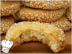 ΑΛΜΥΡΑ ΜΠΙΣΚΟΤΑ ΤΡΑΧΑΝΑ ΜΕ ΦΕΤΑ!!! Sesame Cookies, Greek Cooking, Greek Recipes, Bagel, Biscotti, Chocolate Cake, Feta, Donuts, Food And Drink