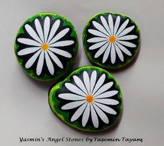 Hand Painted Stone – Set of three daisies