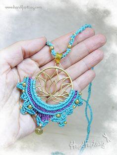 Collares con camafeo - Flor de Loto (Nenúfar) Azul turquesa en Macramé - hecho a mano por Handfantasy en DaWanda