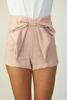 Bow, high wasted shorts