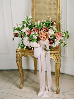 Pretty blush and mauve tones, one EPIC sheer Eisen Stein gown, and the most feminine, marvelous blooms by Floraison? Pretty much my elopement playground... Bright Wedding Flowers, Romantic Wedding Flowers, Summer Flowers, Paris Wedding, Wedding Day, Summer Color Palettes, Summer Wedding Centerpieces, Neutral Tones, Parisian