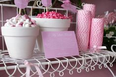 Iba a empezar diciendo que este buffet de chuches rosas seguro que vuelve locas a las niñas, pero justo el otro día una sobrina mia (d...