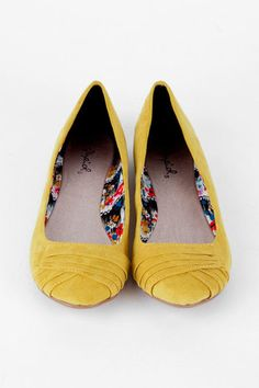 perfect summer flats in yellow