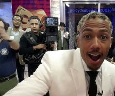 All the stars stop by the GMA Social Square Twitter mirror - check out their pics here #SNAPIT   http://gma.yahoo.com/photos/twitter-mirror-1395165719-slideshow/