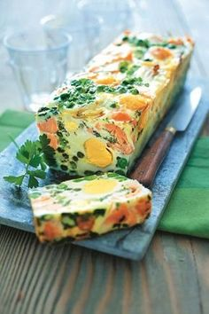 Salmon recipes 735916395332986682 - Terrine oeufs-saumon Source by Salmon Recipes, Seafood Recipes, Chicken Recipes, Cooking Recipes, Healthy Recipes, Easy Healthy Breakfast, Breakfast Recipes, Salmon Terrine, Brunch Buffet