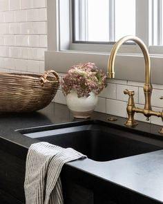 Apartment Kitchen, Home Decor Kitchen, Kitchen Design, Apartment Ideas, Small Galley Kitchens, Black Kitchens, Dark Countertops, Kitchen Countertops, Kitchen Cabinets