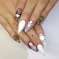 Stiletto nails with design