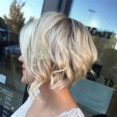 Blonde wavy short hairstyle
