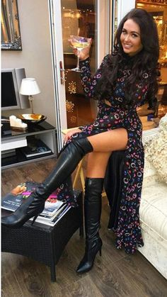 Sexy Beine , - - Your Guide to Writin Sexy High Heels, Frauen In High Heels, Sexy Outfits, Sexy Stiefel, Sexy Boots, Thigh High Boots, Sexy Legs, Thigh Highs, Fashion Boots