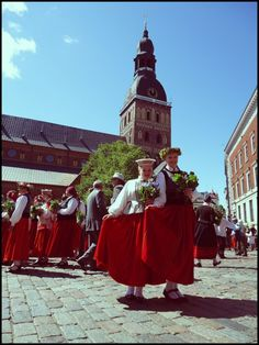 Doma laukums. Nīcas tautas tērpi. Inga Otaņķe - draugiem.lv Doma square, Riga, Latvia. Nīca folk costume.