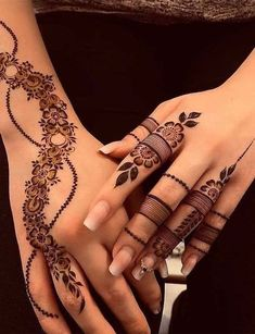 Finding the best Arabic Mehndi Designs - Check out the latest collection of Arabic Mehendi design images and photos for this year. Arabic mehndi designs easy are the most beautiful designs that are in demand. Here Are the Best 25 Arabic Mehndi Design. Finger Henna Designs, Henna Art Designs, Stylish Mehndi Designs, Mehndi Designs For Fingers, Unique Mehndi Designs, Mehndi Design Images, Arabic Mehndi Designs, Beautiful Mehndi Design, Latest Mehndi Designs