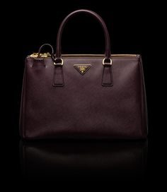 54f1b8761c2ee4 Prada tote bag Love Couture, Couture Fashion, Prada Tote Bag, Prada  Saffiano,