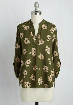When it comes to looking sensible, your style is par excellence - and this olive green blouse is proof of that! Practical doesn't have to mean simple. This V-neck top touts 3/4-length tab sleeves and a darling beige-and-yellow floral print, making for a professional look that's brimming with personal style!