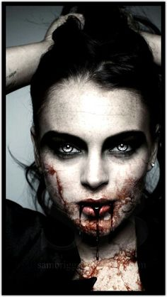 Vampire Lindsay by SamBriggs. Sam is a master of transforming people to vampires (her eyes are amazing) Vampire Love, Female Vampire, Vampire Girls, Vampire Art, Vampire Images, Arte Horror, Horror Art, Maquillage Halloween, Halloween Makeup