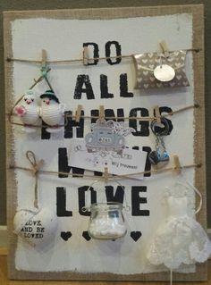 Bruiloft cadeau: envelope met geld op bord van de Action