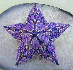 Peyote star adapted from a triangle diagram by Cristina Rugar
