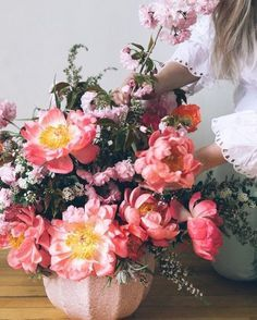 flowerslove,floral-How beautiful are these flowers? Not mine - but wishful thinking lol! I could stare at flowers all day long! Romantic Flowers, My Flower, Flower Power, Beautiful Flowers, Wedding Flowers, Flower Girls, Floral Bouquets, Planting Flowers, Flower Gardening