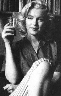 Marilyn Monroe and the Camera: бесконечный материал. Marilyn Monroe Photos, Marylin Monroe, Milton Greene, Cinema Tv, Irving Penn, Richard Avedon, Pose, Norma Jeane, Cultura Pop