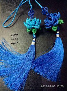 妞子妈妈~并蒂莲 第1步 Macrame Owl, Macrame Knots, Micro Macrame, Macrame Jewelry, Macrame Bracelets, Loom Bracelets, Chevron Friendship Bracelets, Friendship Bracelets Tutorial, Diy Yarn Decor