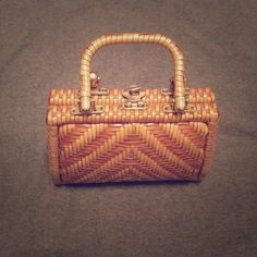 1960s VINTAGE SIMON BASKET WEAVE STYLE VINYL PURSE VINTAGE SIMON BASKET WEAVE STYLE VINYL PURSE HONG KONG STYLES ERNEST STRAW. Paisley print lined. Tag states Expressly for SIMON Hand Made in Hong Kong Styles by Ernest Blum.Perfect for spring, Easter and summer styles. 4 brass gold tone feet and brass tone barrel clasp. Very little wear and tear on adorable purse. Vintage is beautiful but not perfect. Vintage Bags Clutches & Wristlets